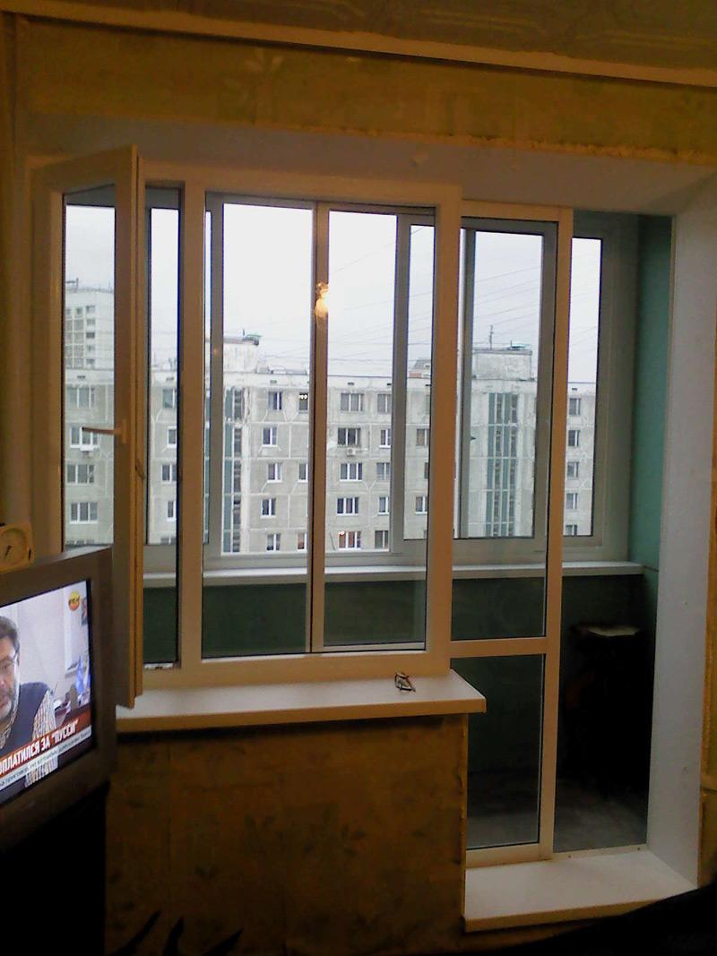 Развижные окна на балкон между комнатой..