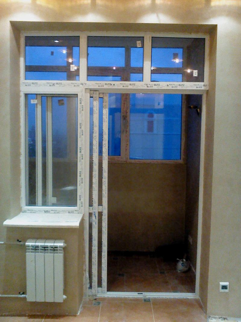 Раздвижной балконный блок на лоджию между кухней.