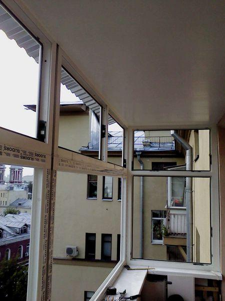 остекление балконов с крышей цена